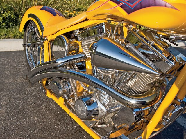 0704_lrmp_04_z-yellow_harley-custom_exhaust