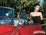 0806_lrms_01_pl-miss_gaby_lowrider_girls-posing_by_car