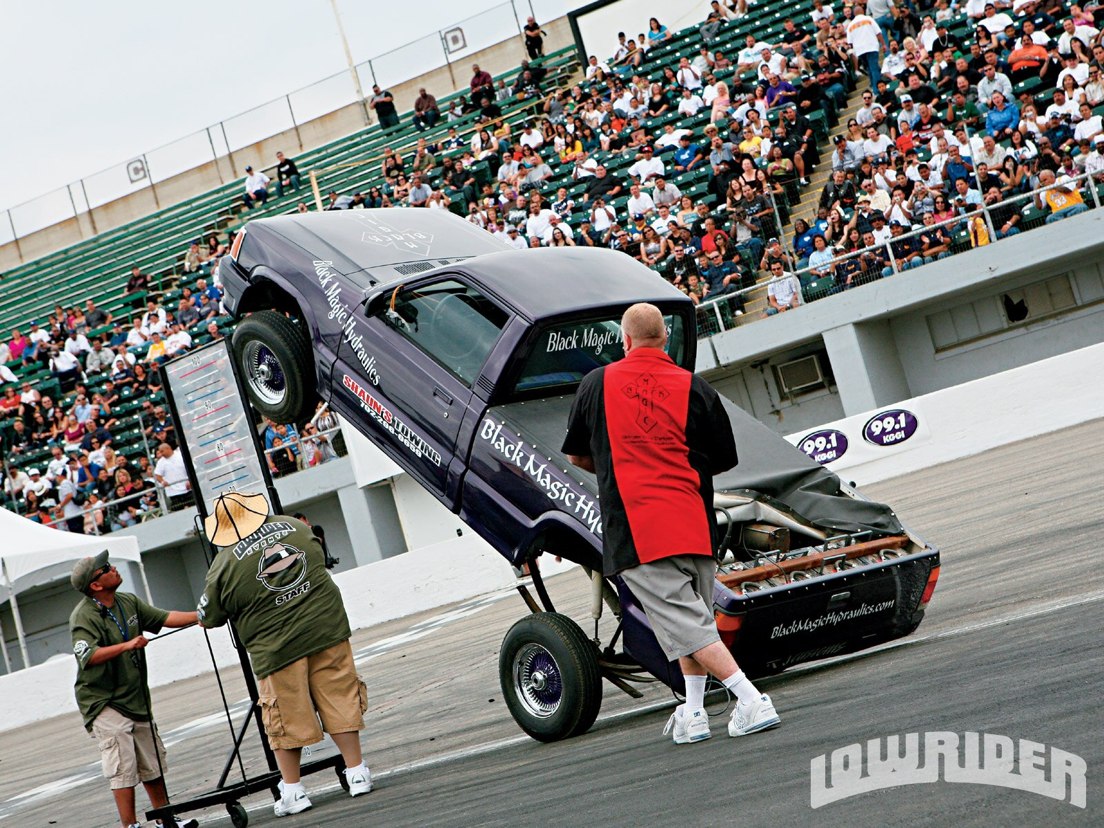 lrmp_0911_01-2009_lowrider_san_bernardino_hop-black_magic_truck3