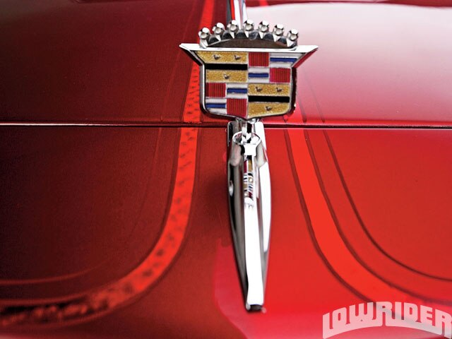 lrmp_1001_03x_o-cadillac_high_end_luxury-emblem2