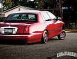 0911_lrmp_01_pl-2001_lincoln_town_car-rear