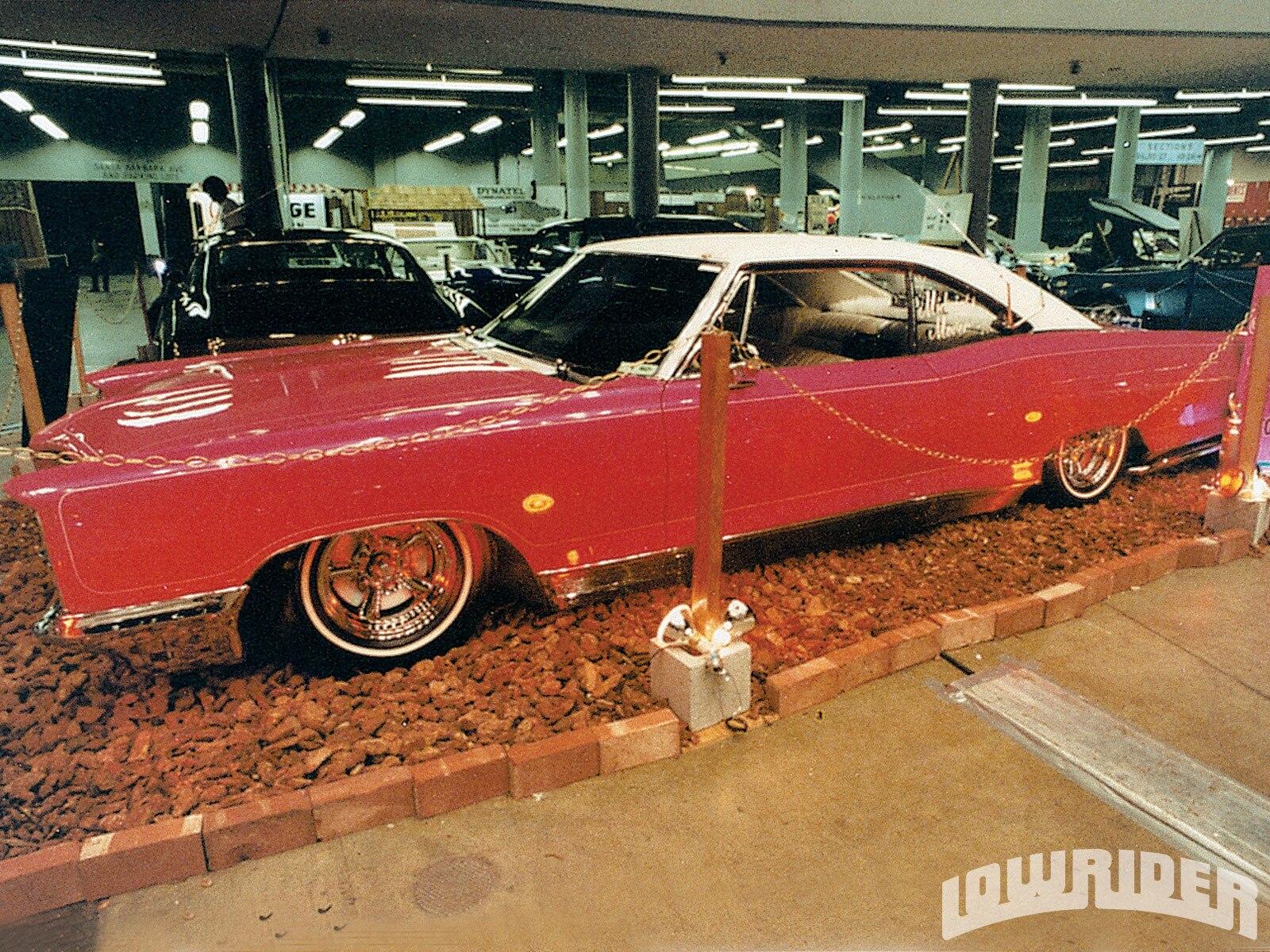 lrmp_0912_01-custom_lowrider_cars-ponitac_bonneville2
