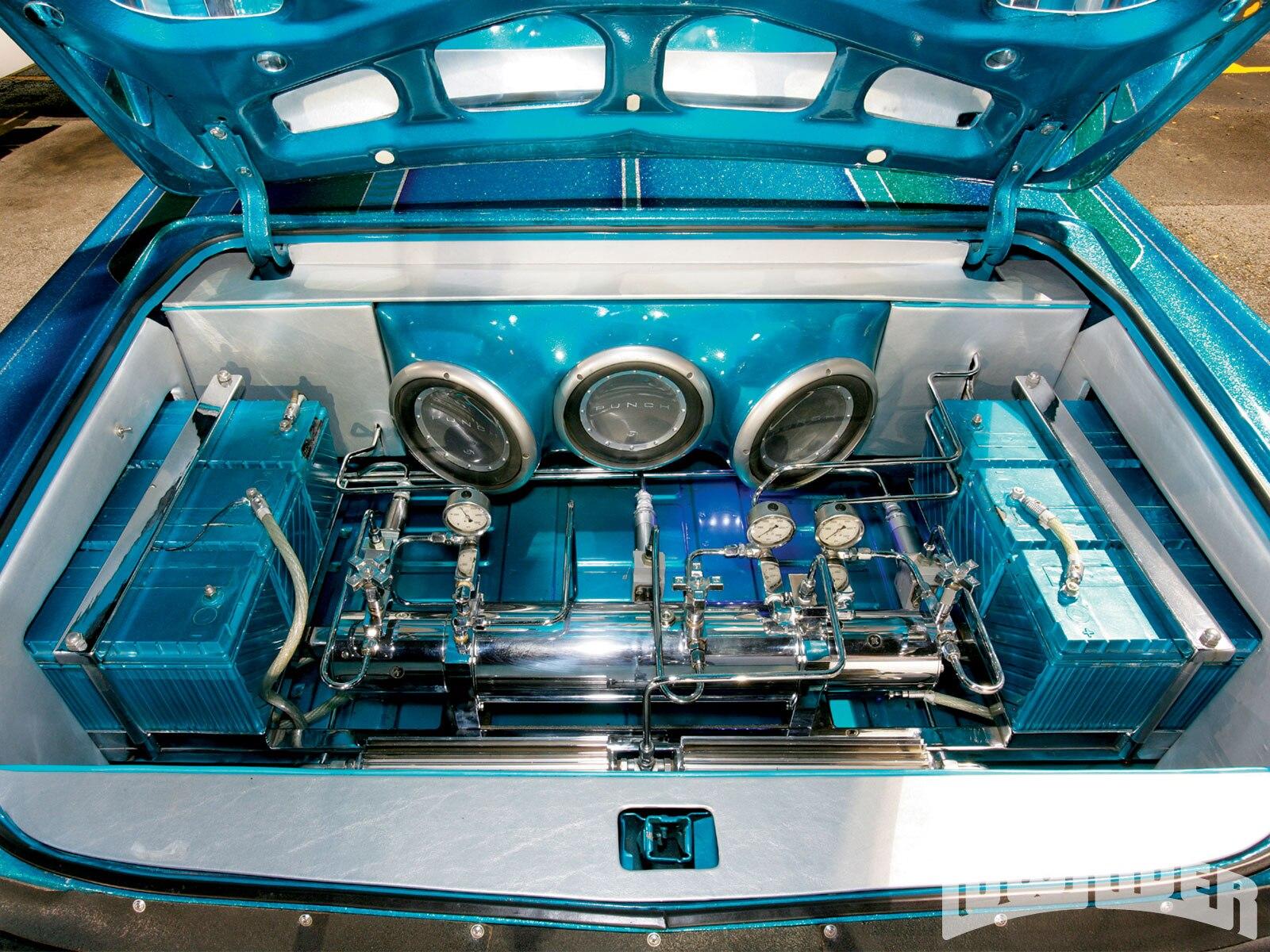 lrmp_1001_01_o-1968_cadillac_coupe_deville-trunk_setup2