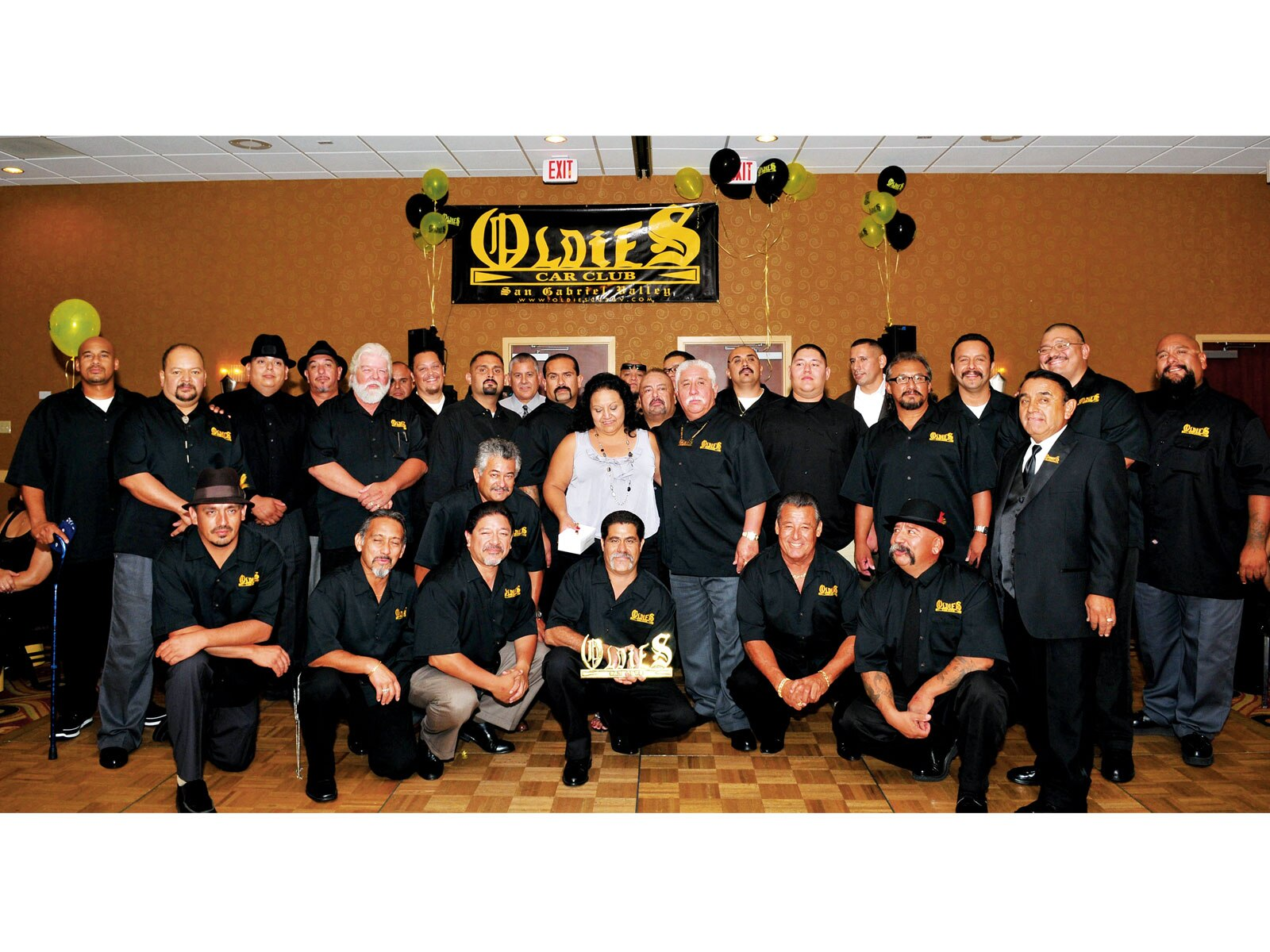 1003_lrmp_01_o-oldies_car_club_san_gabriel_valley_chapter-group_picture2