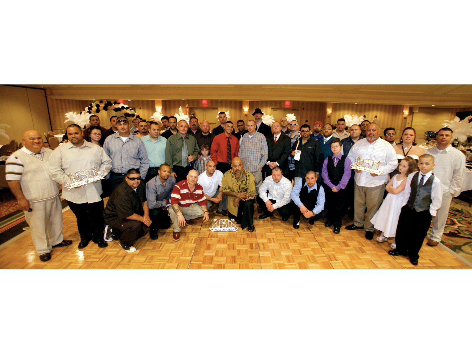 1003_lrmp_18_o-uce_car_club_17th_anniversary-group_picture2