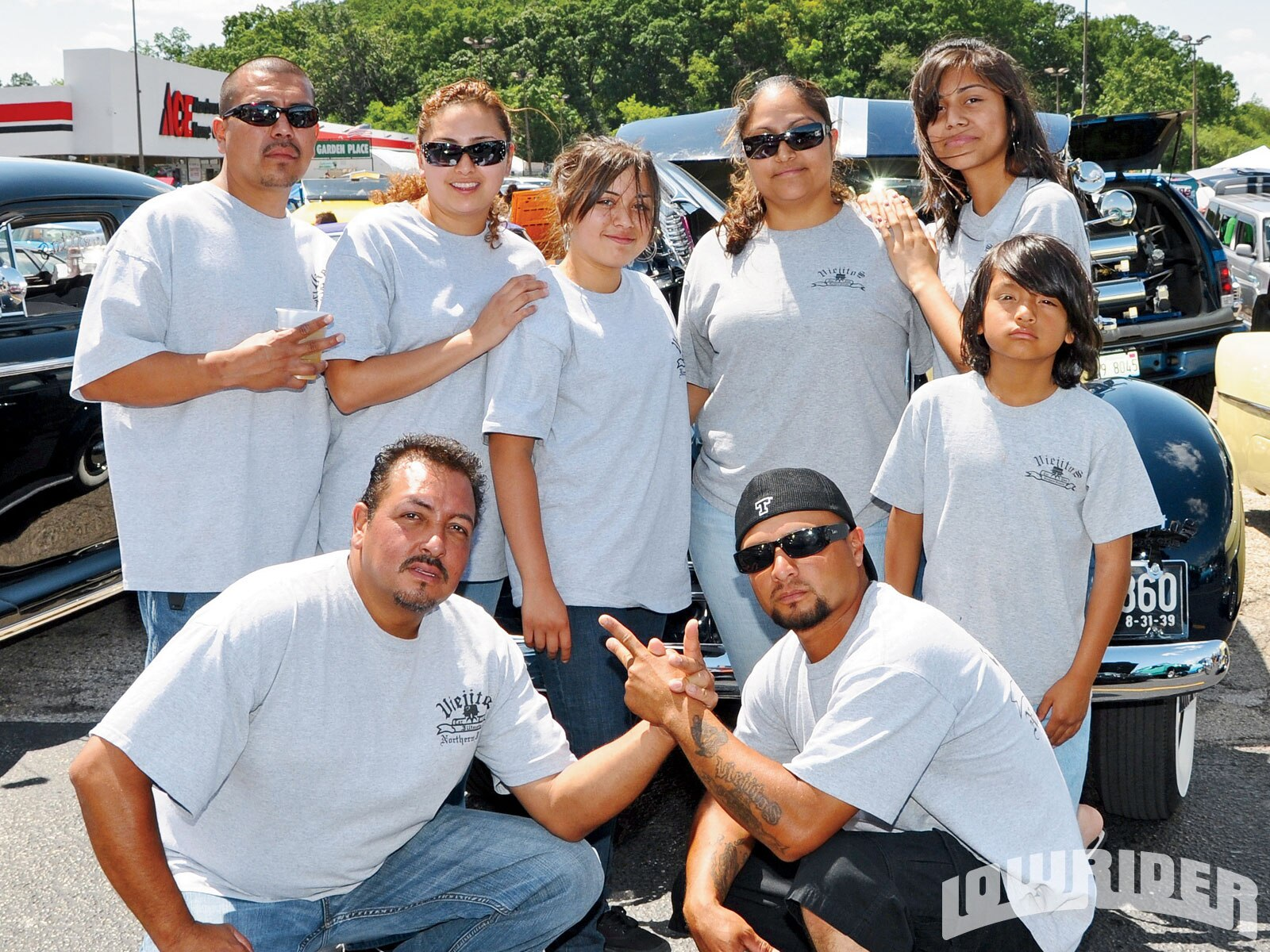 1005_lrmp_01_o-solitos_2nd_annual_car_show-viejitos_members2