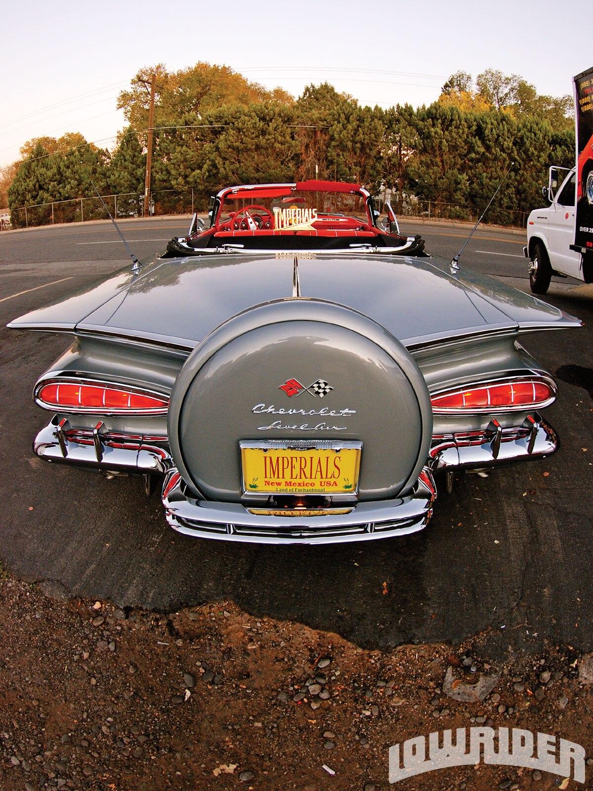 1009-lrmp-02-z-1959-chevrolet-impala-rear-view1