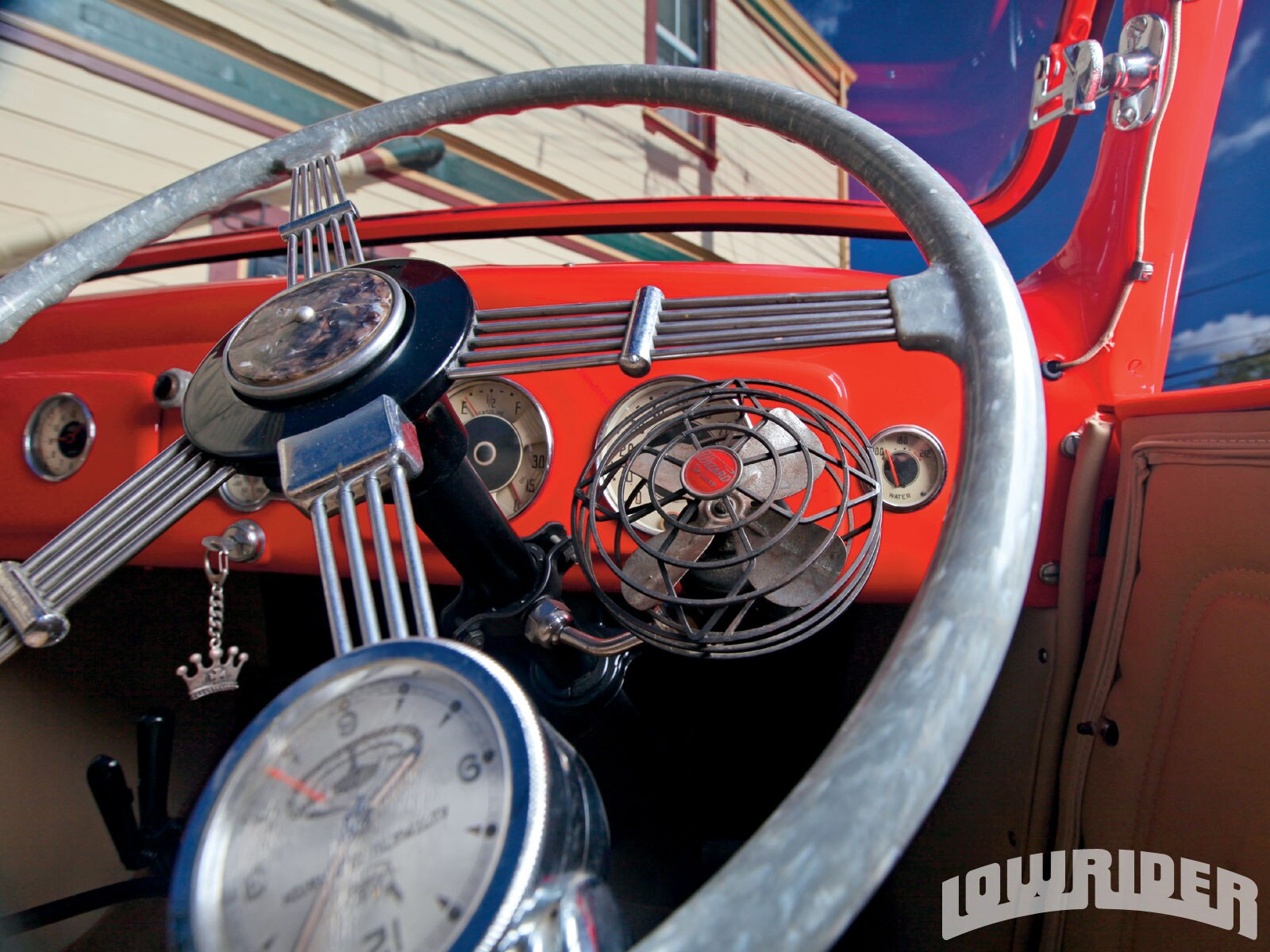 1009_lrmp_01_z-lowrider_valuable_and_treasures-steering_wheel2