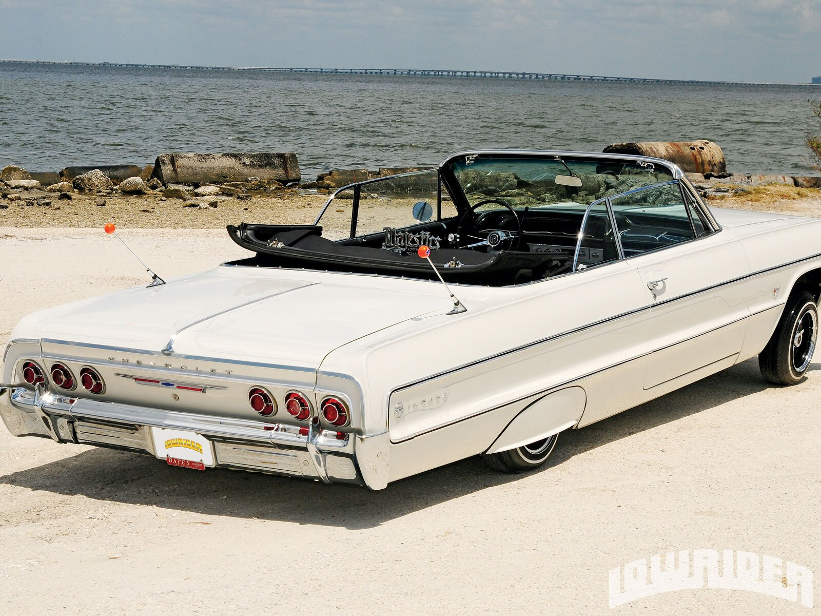 lrmp-1011-04-o-1964-chevrolet-impala-convertible-rear-view1