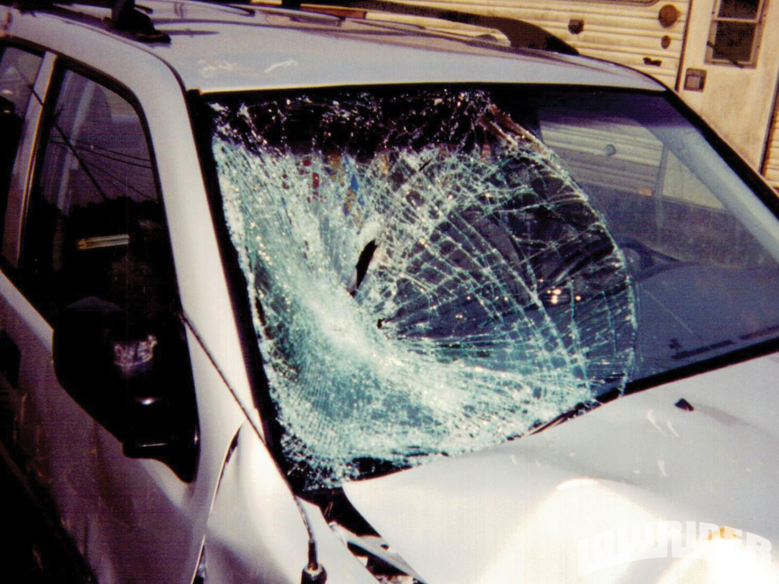 1101_lrmp_01_o-car_club_wars-broken_windshield3