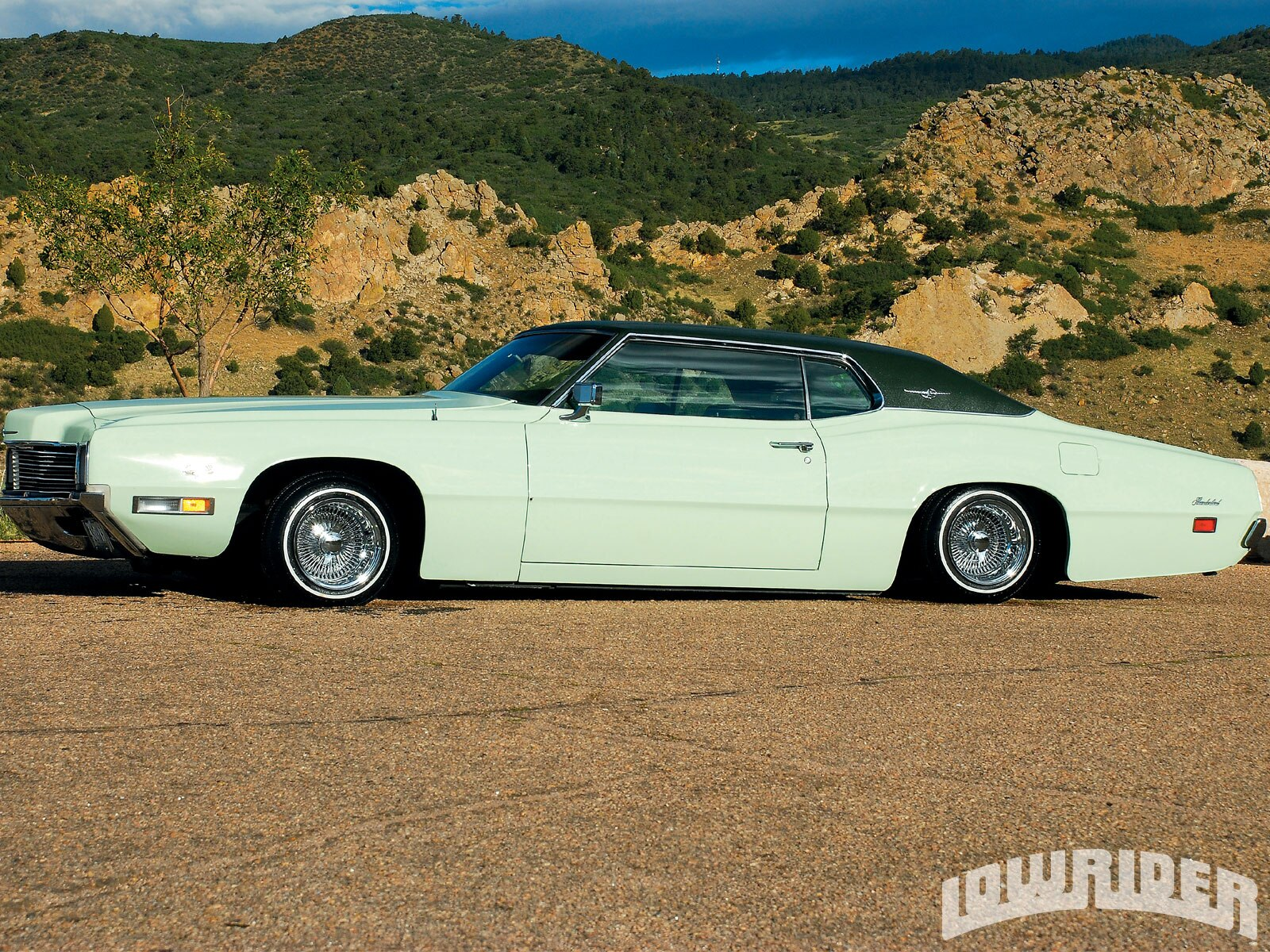 lrmp_1101_02_o-1971_ford_thunderbird-side_view2