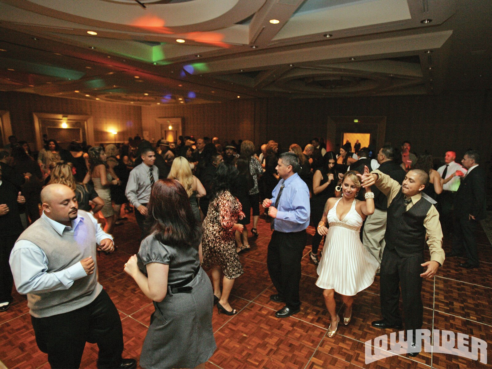 1102_lrmp_01_o-2010_lowrider_hall_of_fame_banquet-dancefloor2