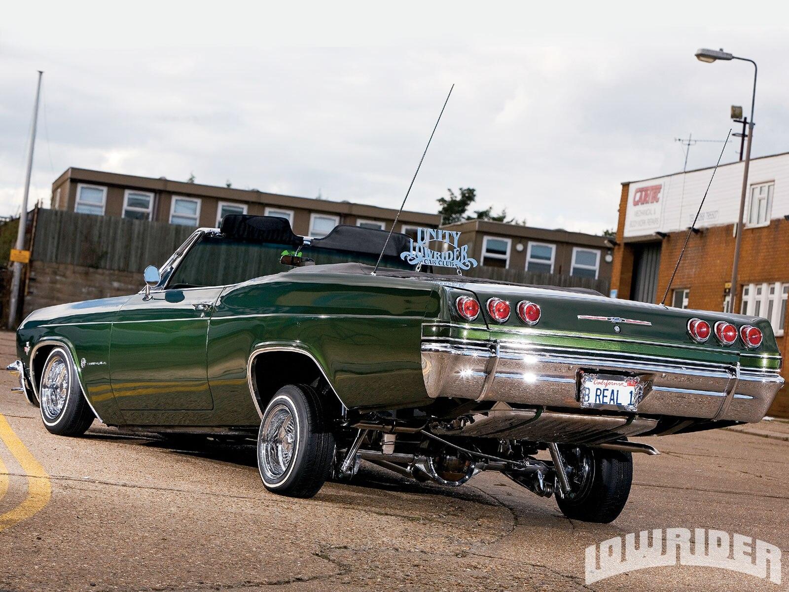 1104_lrmp_01_o-1965_chevrolet_impala-driver_side_rear2