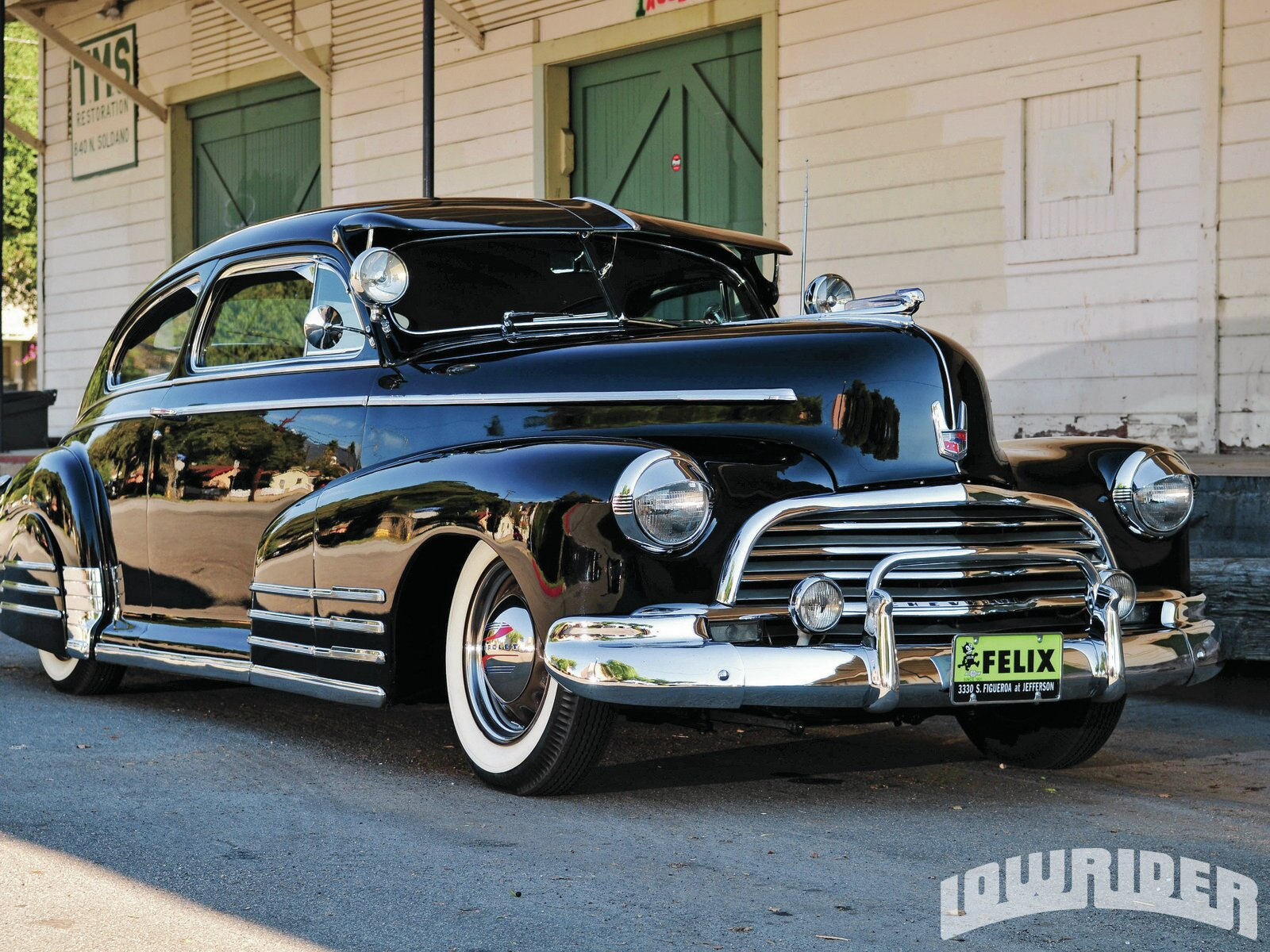 lrmp_1105_01_z-1946_chevy_fleetline-front_view3