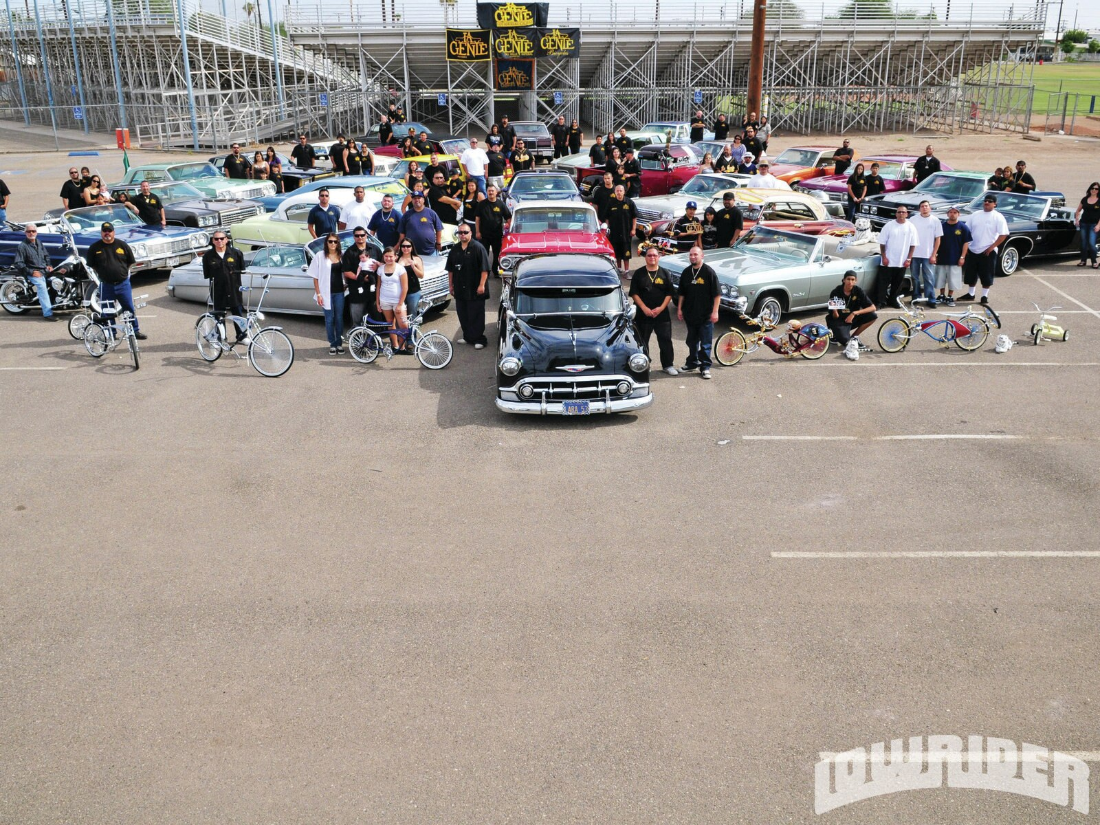 lrmp_1107_01_z-la_gente_car_club-group_photo3