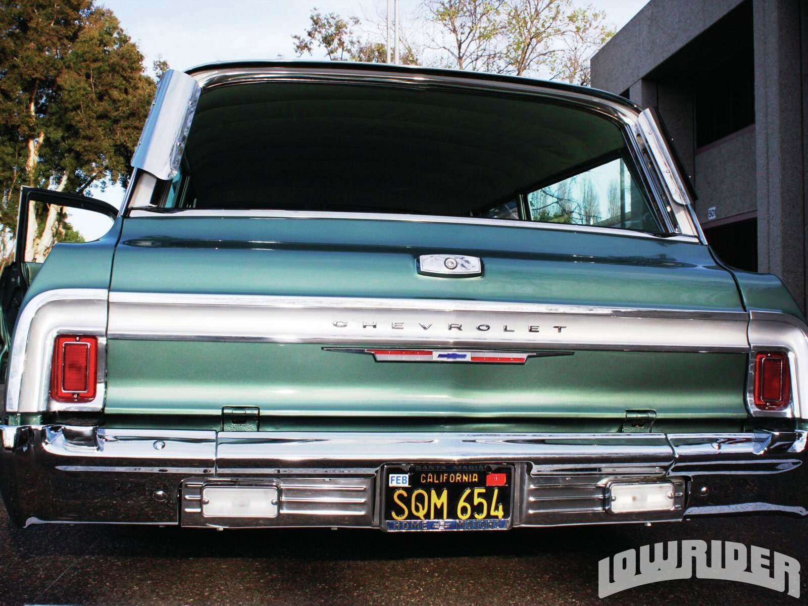 lrmp-1108-02-z-1064-chevrolet-impala-wagon-rear-view2