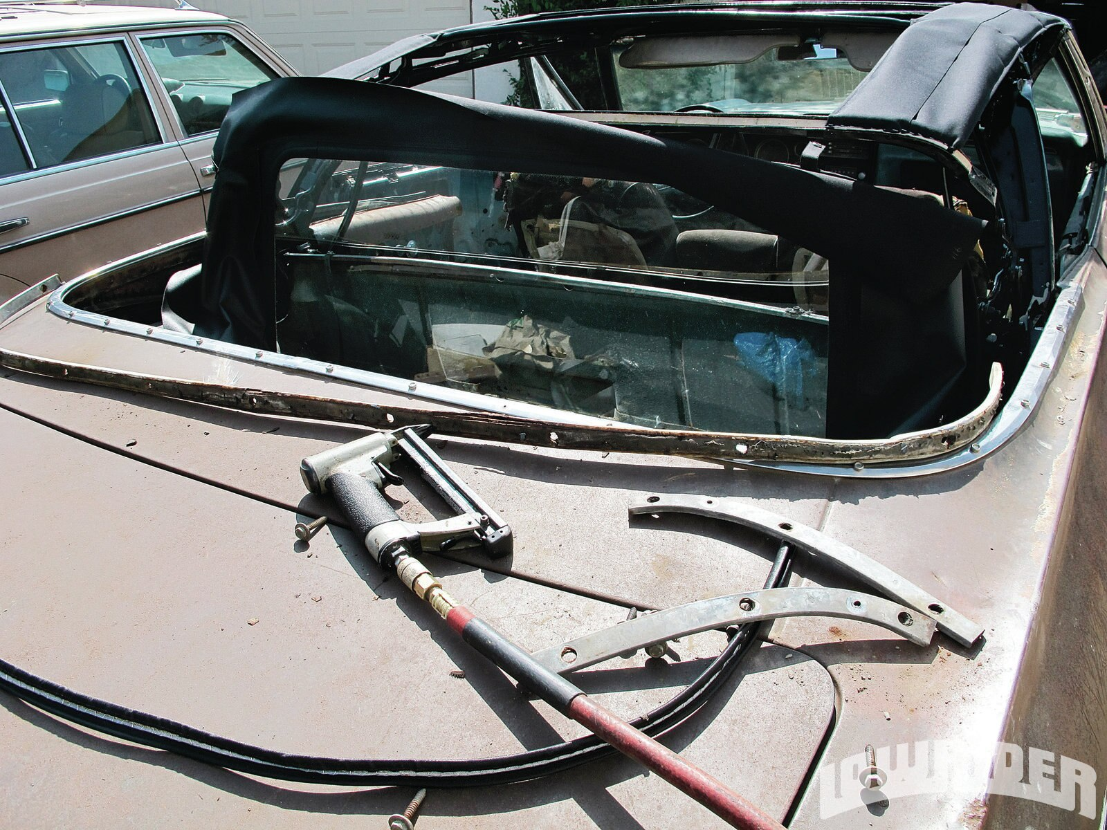 lrmp-1207-01-o-convertible-top-install-project1
