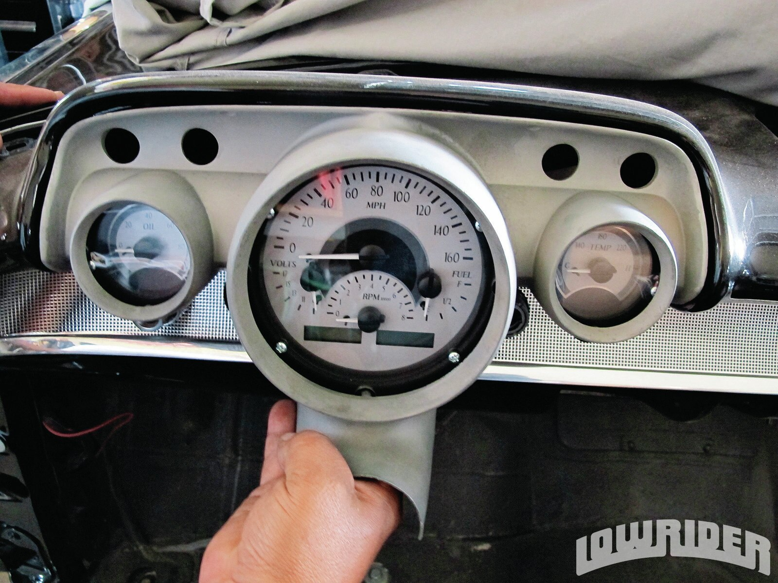 1208-lrmp-22-o-modern-retro-gauges-dash1