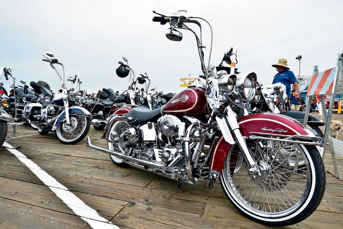 Populaire Harley Davidson Cinco de Mayo Celebration - Biker Storm the Beach  HU06