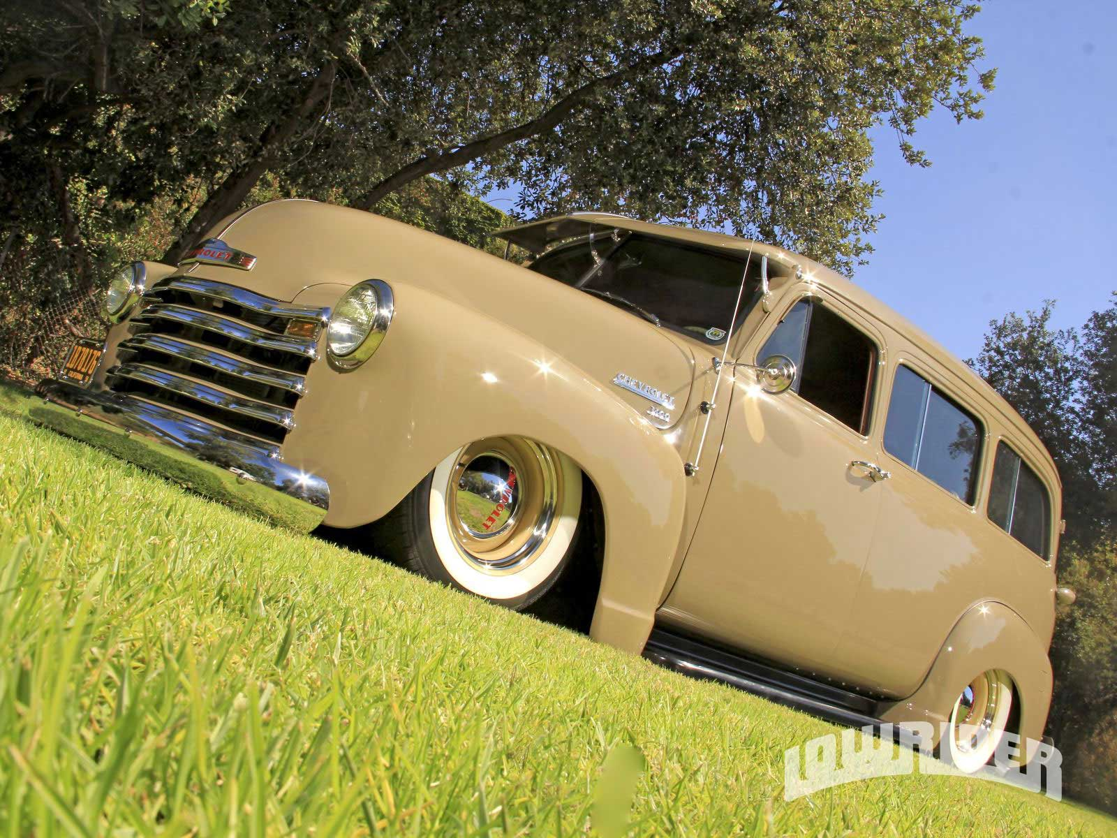 03-o-1951-chevrolet-suburban-side-view