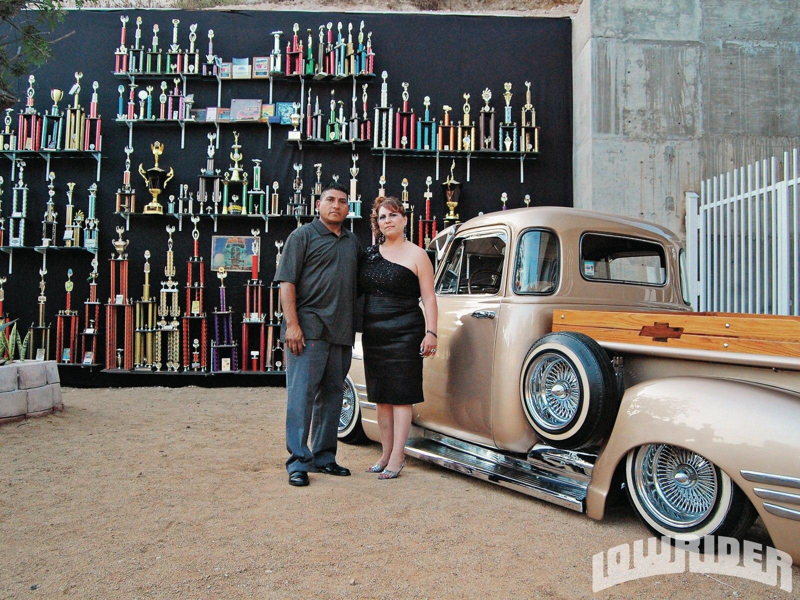 1304-lrmp-05-o-chevy-truck-100-trophies-jesus-contreras