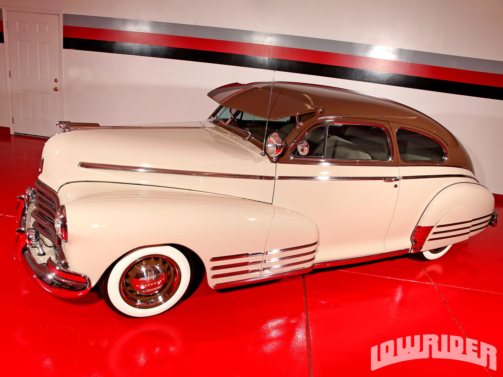 1305-1946-chevrolet-fleetline-front-left-view1