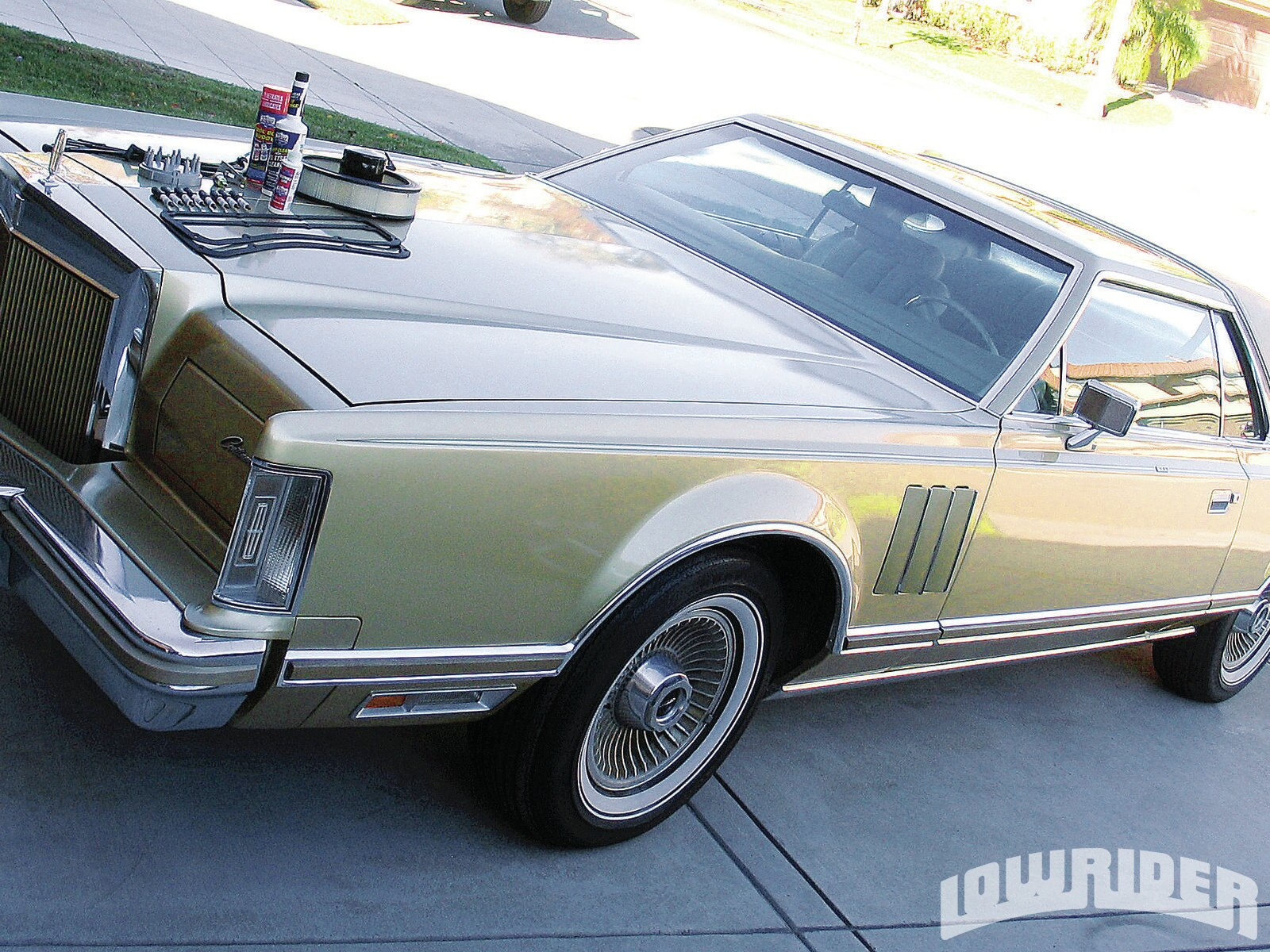 01-turning-over-a-barn-find-1978-lincoln-continental1
