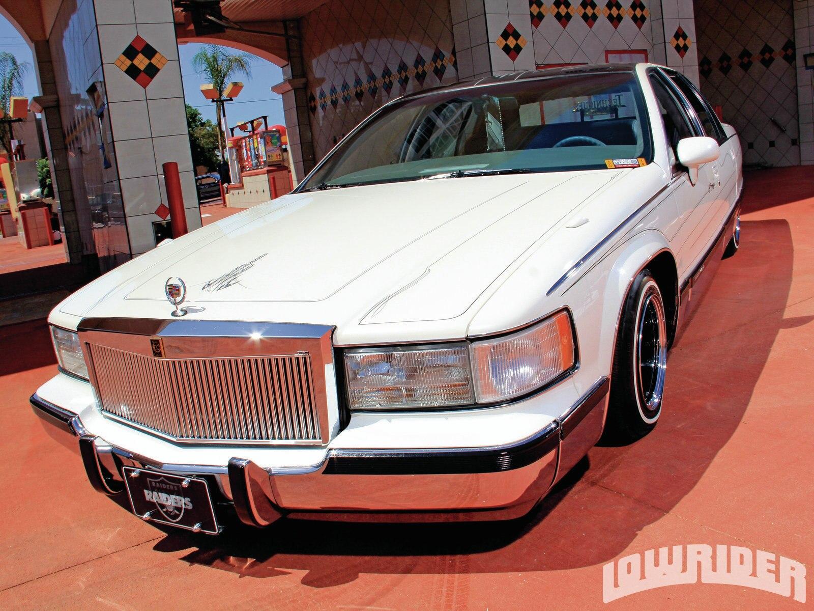 1305-1993-cadillac-fleetwood-headlights2