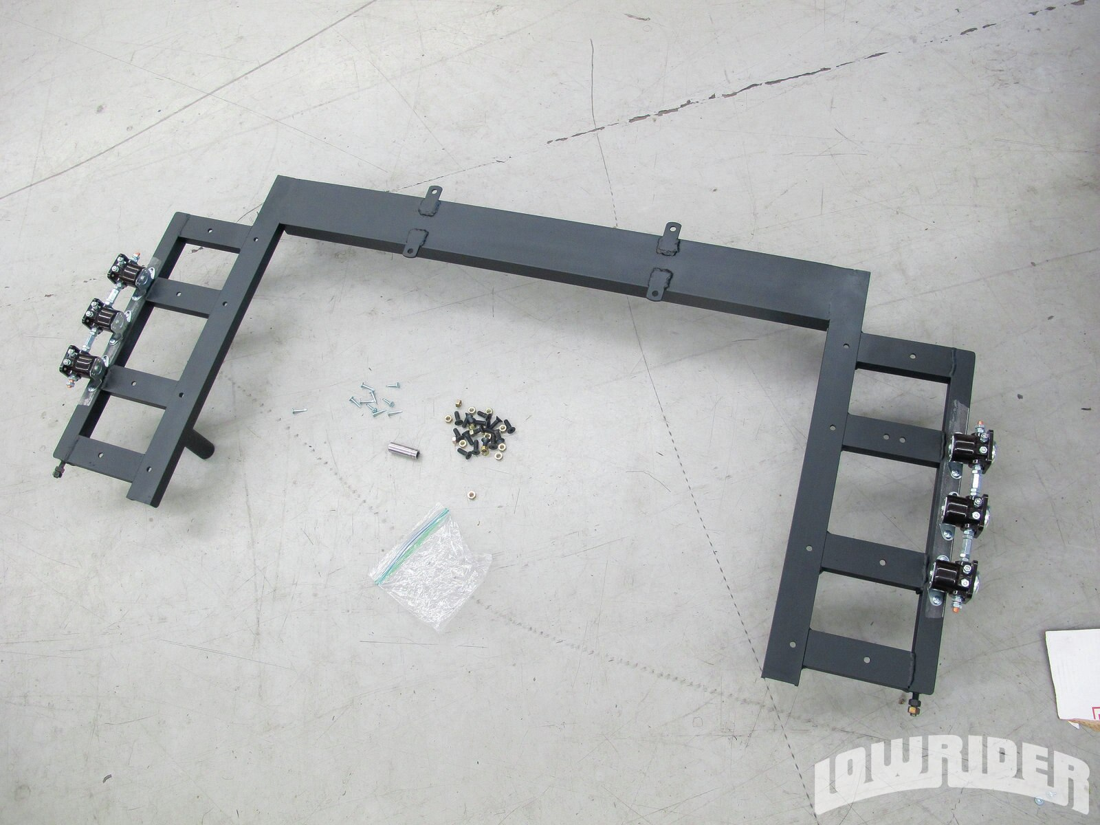 <strong>17</strong>. With the rack painted and dry we started assembling the vital parts of the hydraulic system.