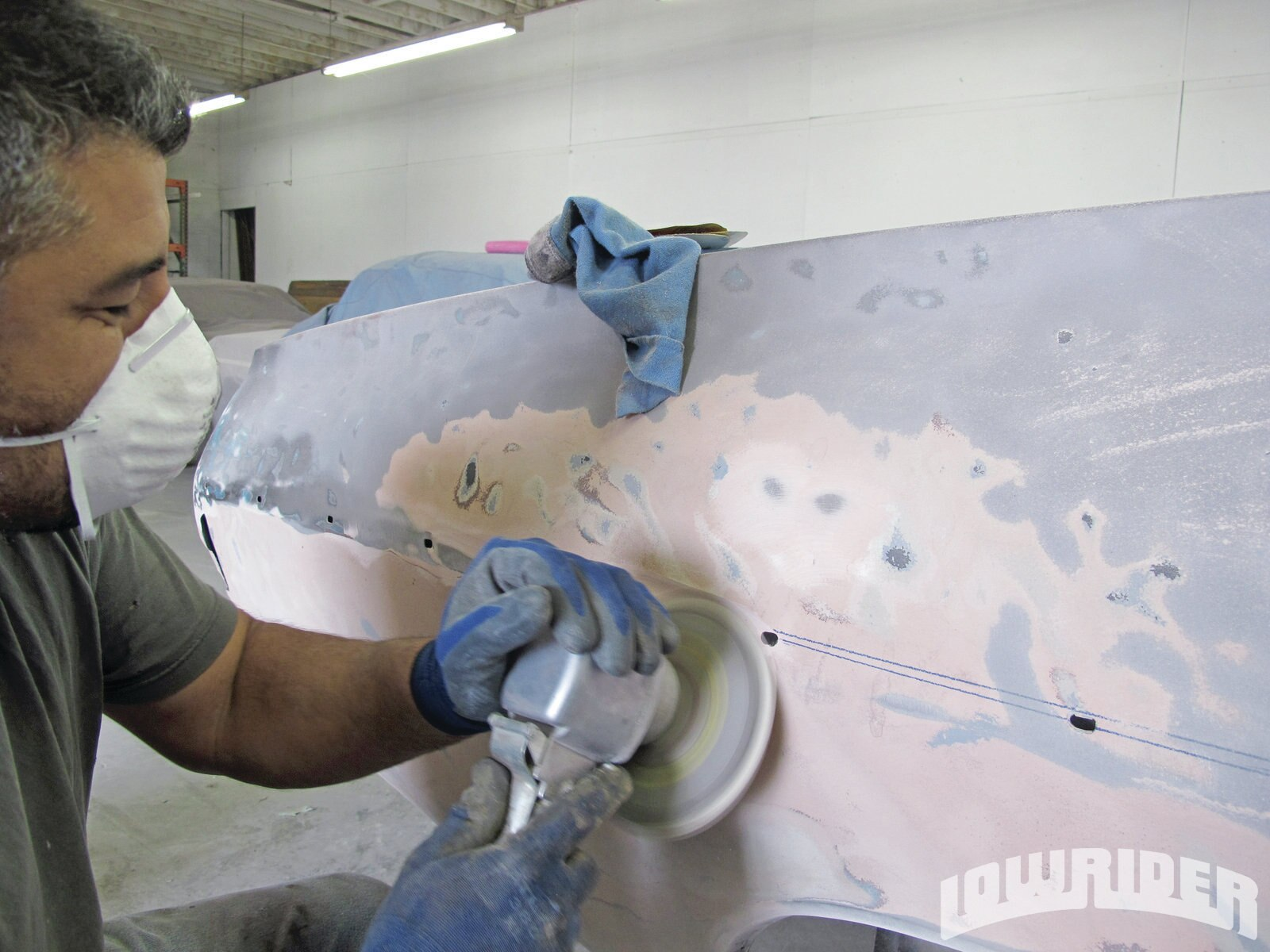 <strong>3</strong>. Using a sander, Luis started removing the bondo filler that was used at one point of the car's life.