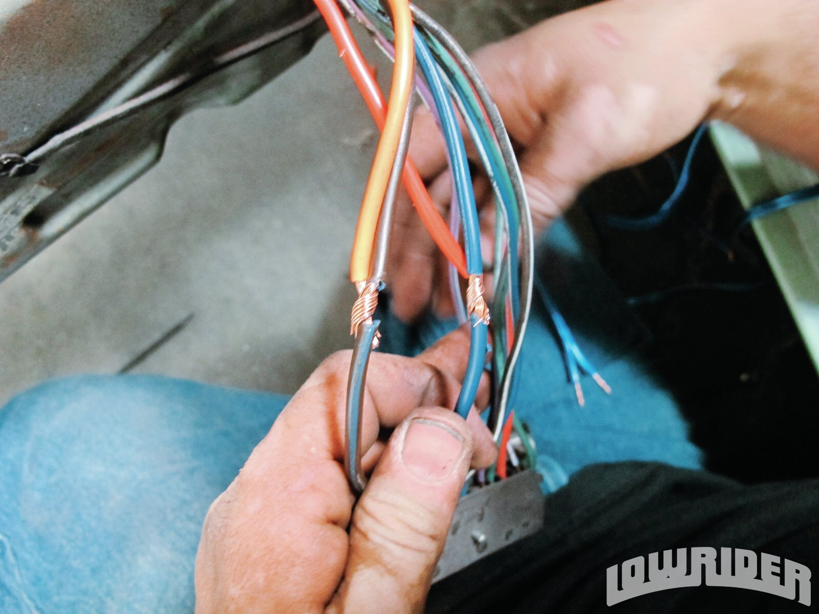 <strong>9</strong>. The 12-gauge wire was securely wrapped so it could be solder-welded.