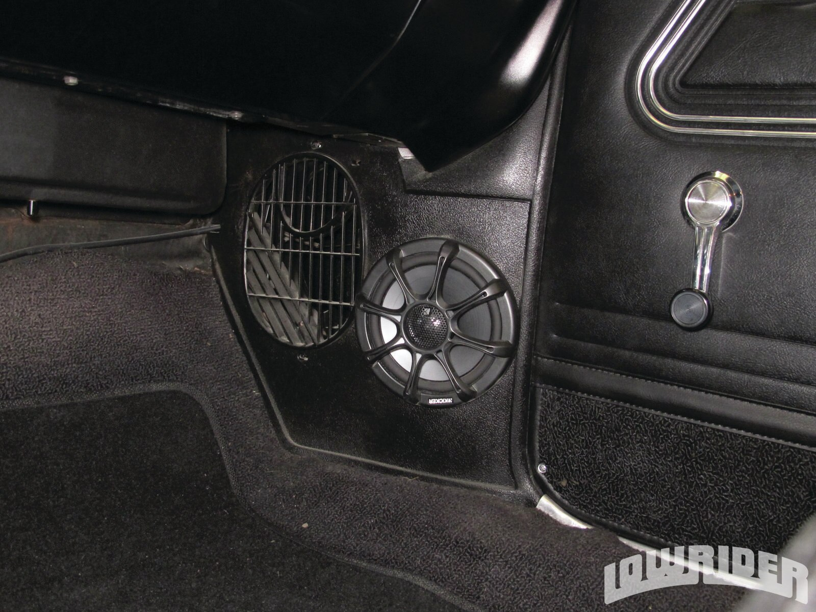 <strong>14</strong>. Up front, a set of Kicker's 6-inch KS6.2 component speakers were installed into the kick panels.