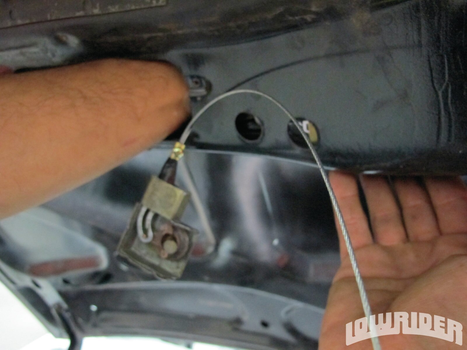 <strong>7</strong>. The actuator needed to be bolted onto to the trunk lid.