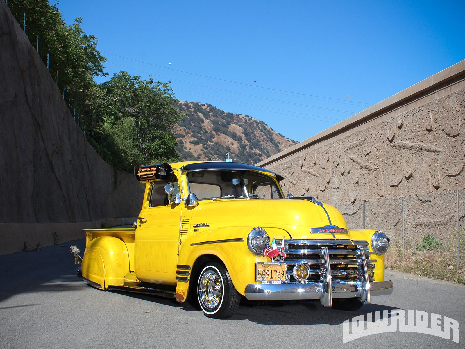 1951-chevrolet-truck-front-right-side-view2