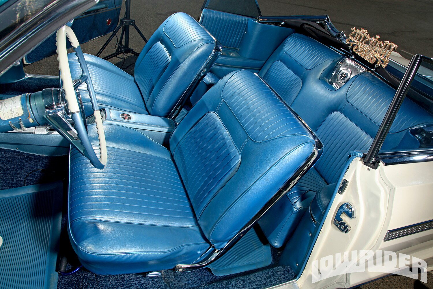 1964-chevrolet-impala-convertible-interior1