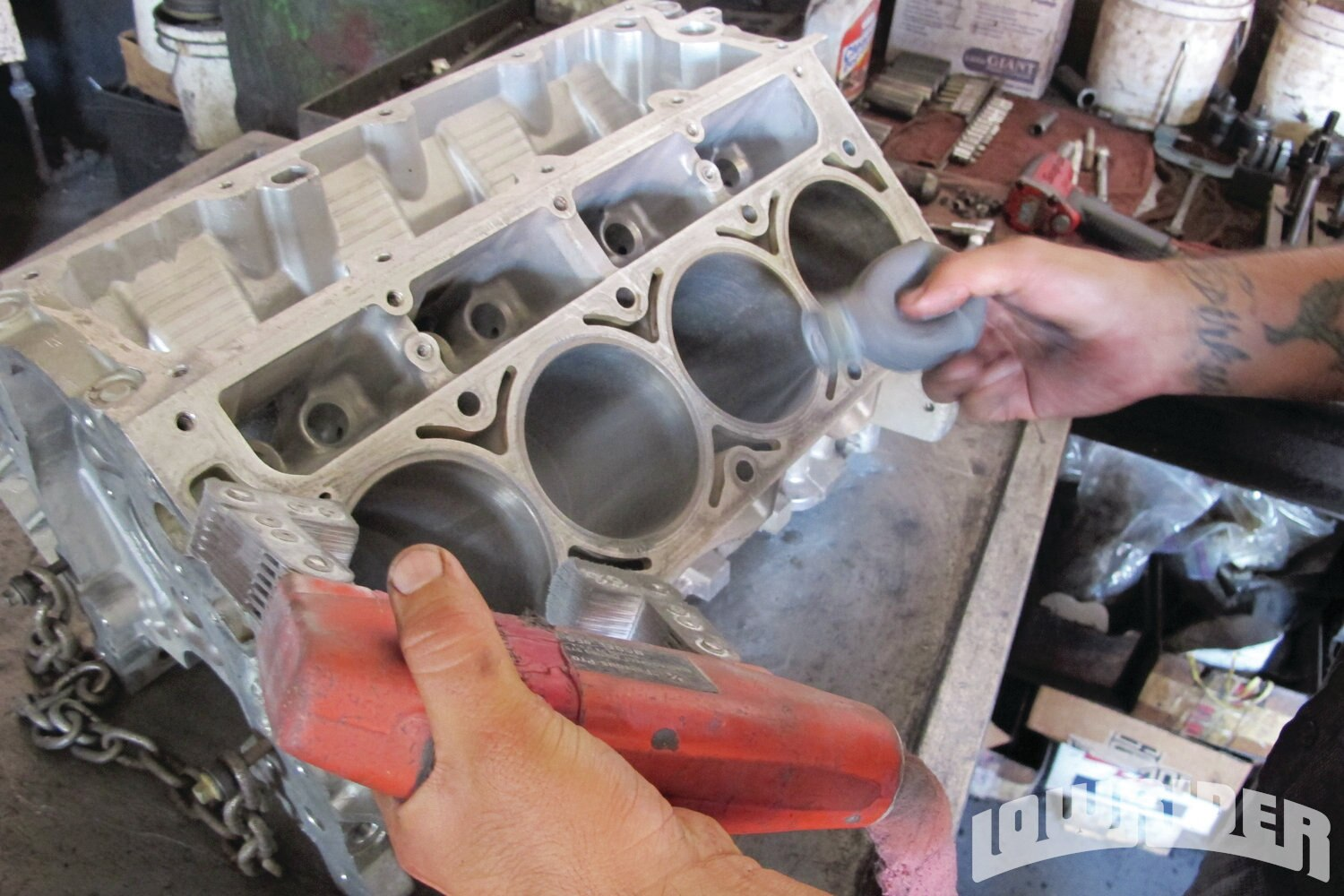 <strong>11</strong>. Here is a look at how the magnetized engine block attracts the magnetic powder.