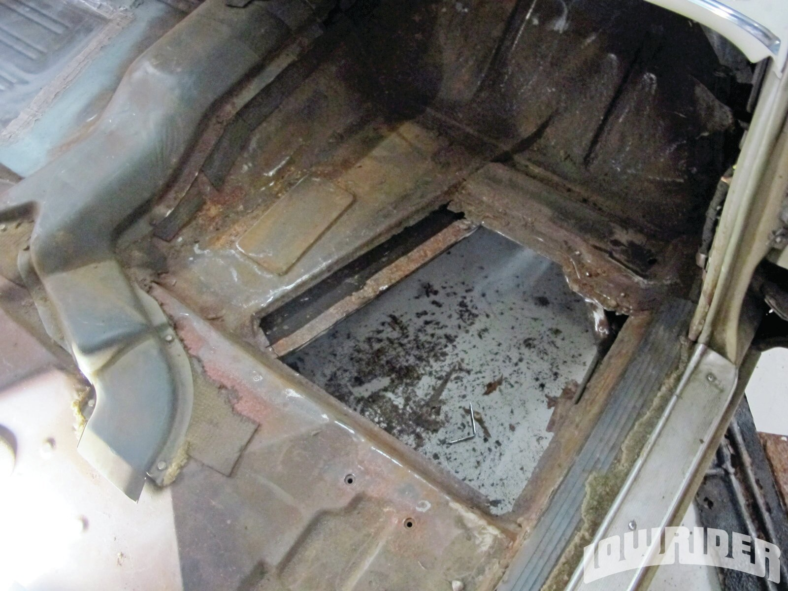 <strong>21</strong>. The passenger side floorboards were also replaced and were done using the same steps as shown earlier.