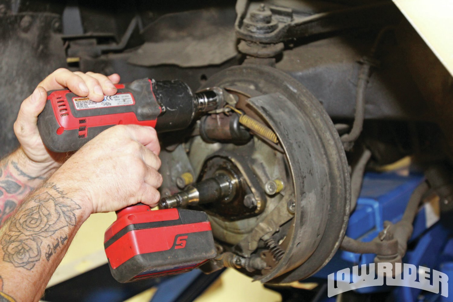 <strong>4</strong>. With the drum off of the brakes, they were exposed and ready to be disassembled.