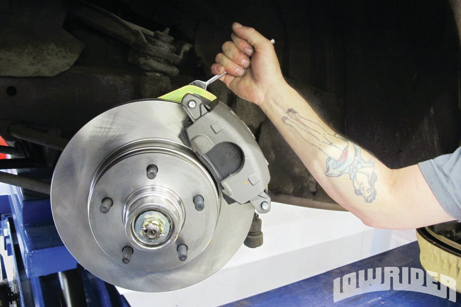 <strong>20</strong>. The calipers were tightened and locked into position.