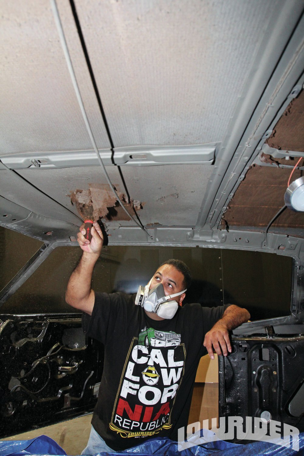 <strong>4</strong>.When removing old insulation, you should wear a mask so you don't breathe in all of the dust and possible asbestos that might lie within your old insulation.