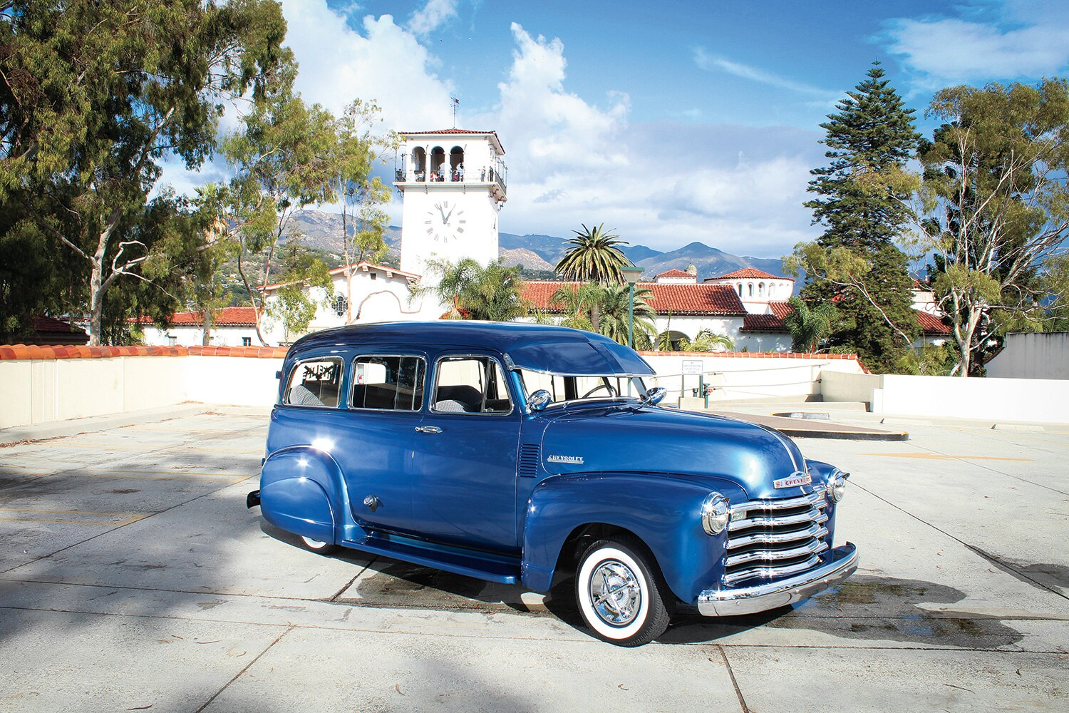 1952-chevrolet-suburban-front-right-side-view-promo