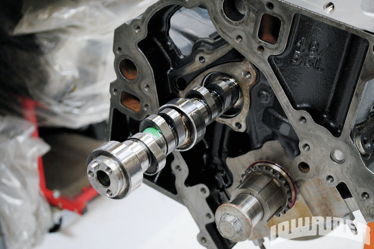 <strong>9</strong>. Swapping cams on the 4.8L and 5.3L was a snap. The engineer who came up with the idea for the plastic retainers that allow the lifter to remain in place during a cam swap certainly deserves a raise. This feature should be considered mandatory on all future factory engines.