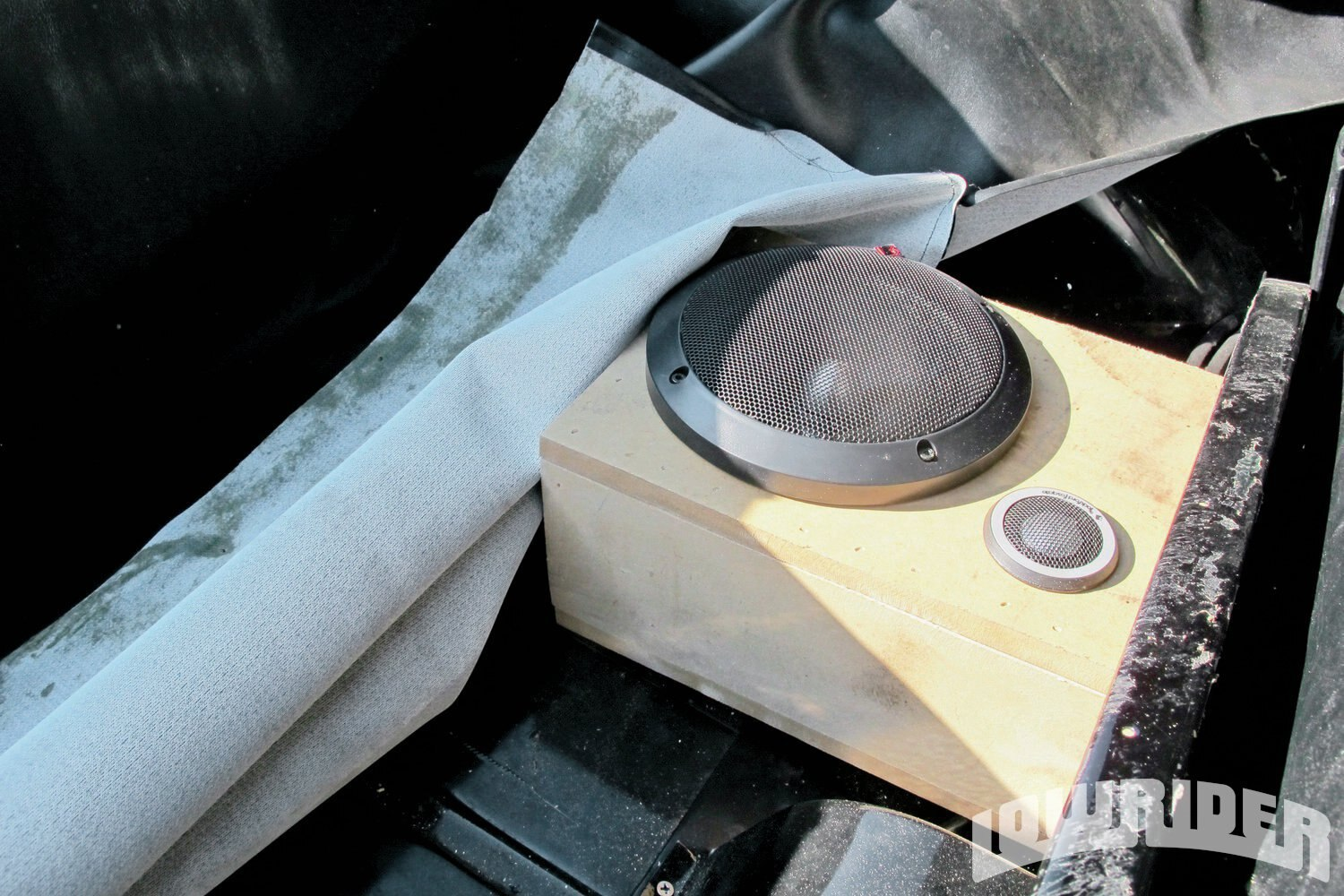 <strong>15</strong>. The rear mid speakers had a custom box to get the best sound out of them.