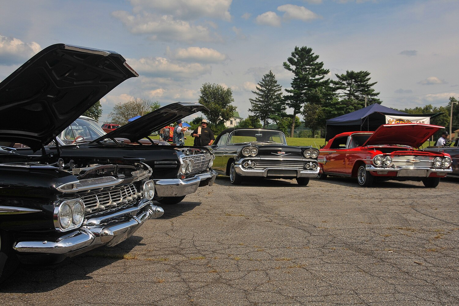show-n-shine-4-lowriders-lined-up1