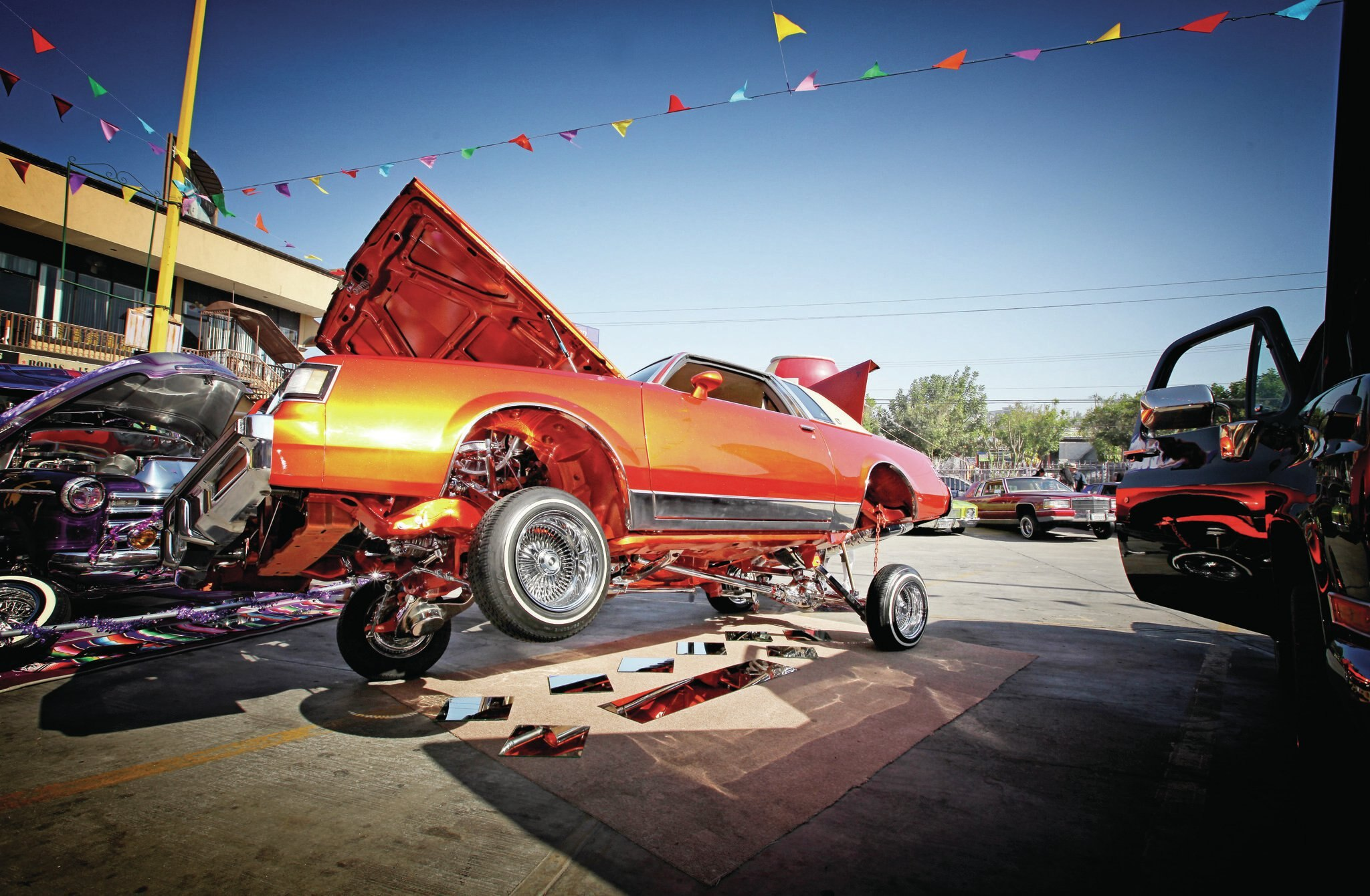de-la-raza-show-lowrider-on-display1