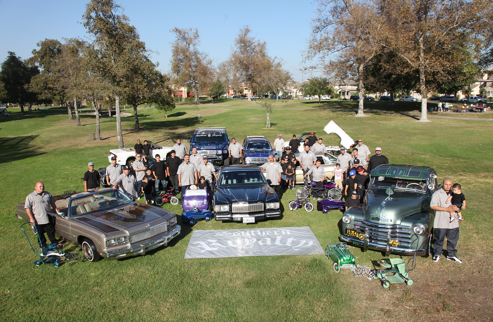 southern-royalty-25th-anniversary-members-and-lowriders1