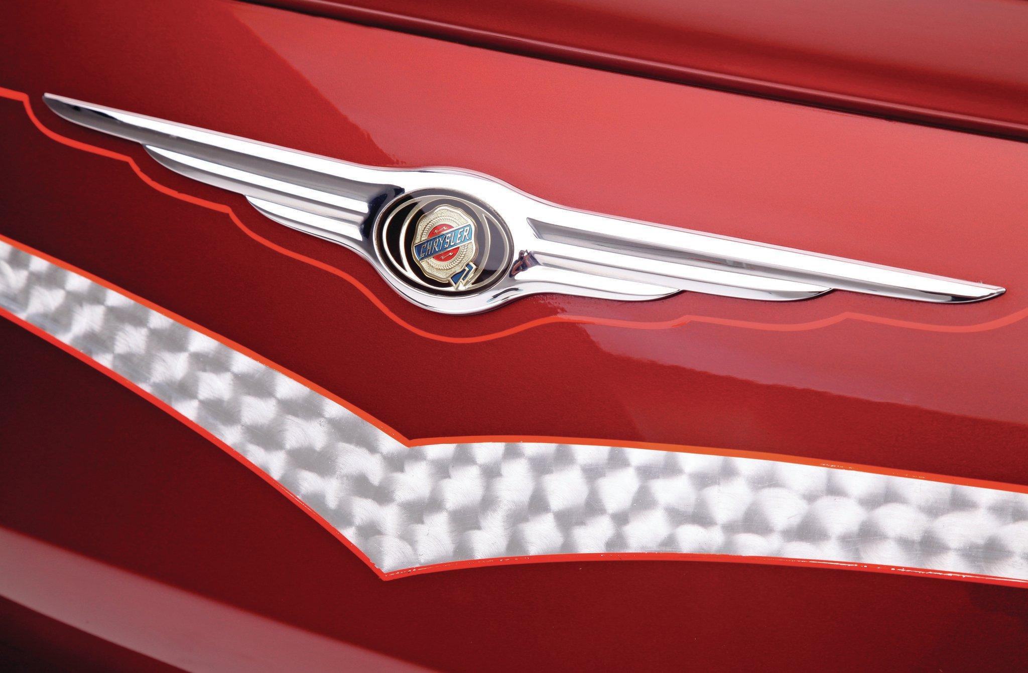 2007-chrysler-300C-front-badge-031