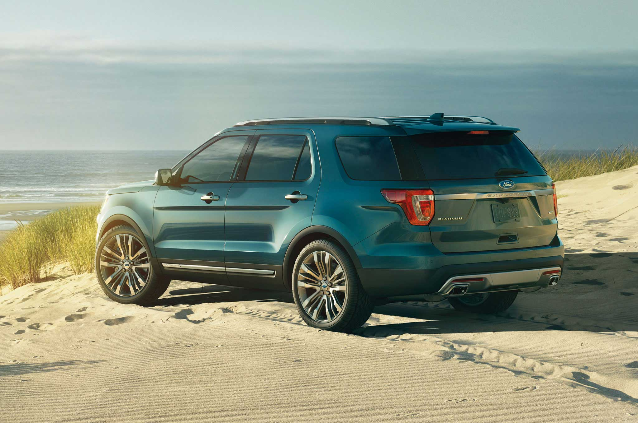 2016-ford-explorer-driver-side-rear-view