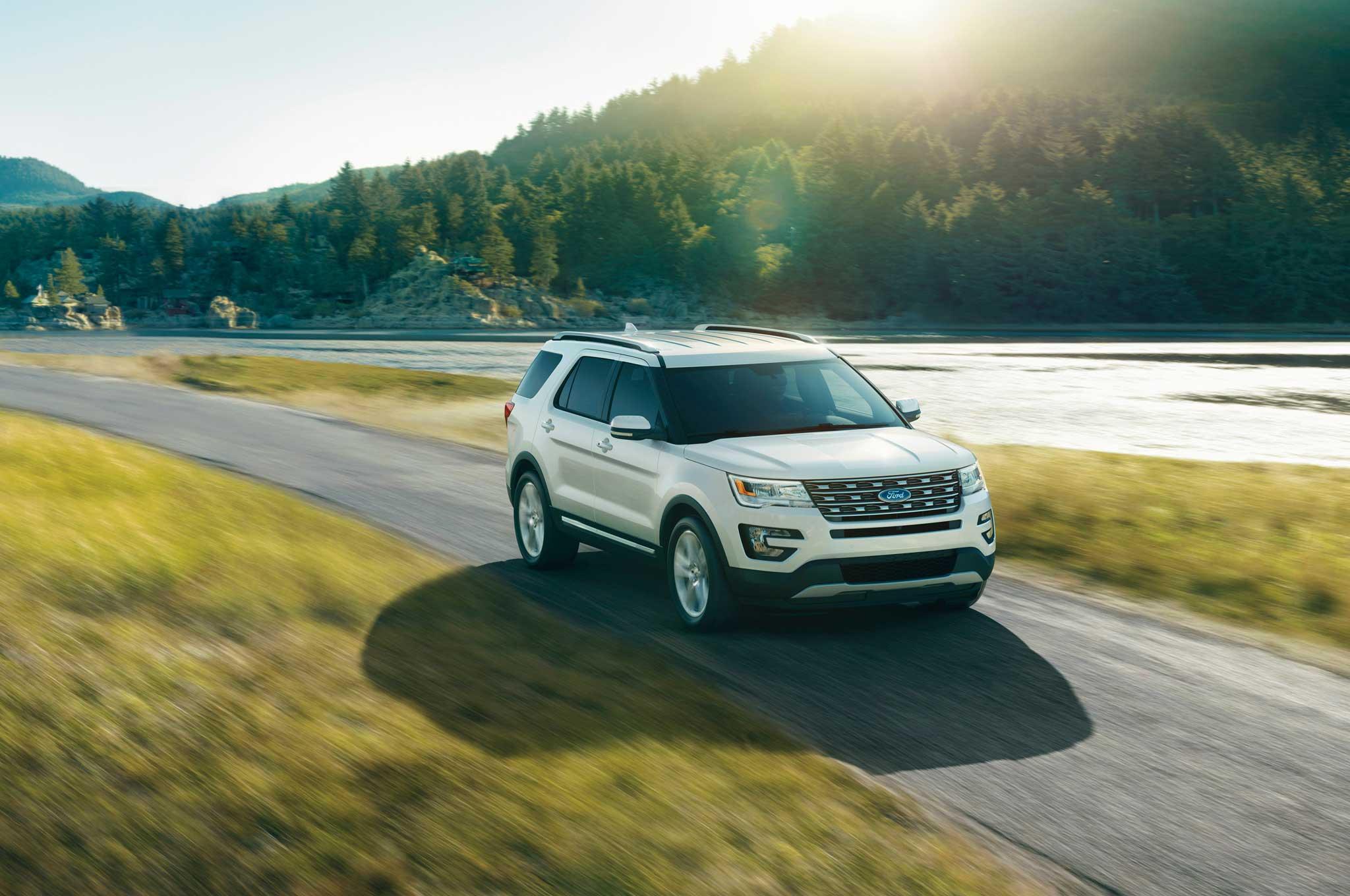 2016-ford-explorer-passenger-side-front-view