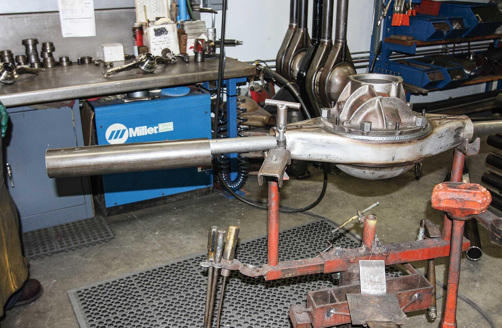 currie enterprises rear axles gear case install 004